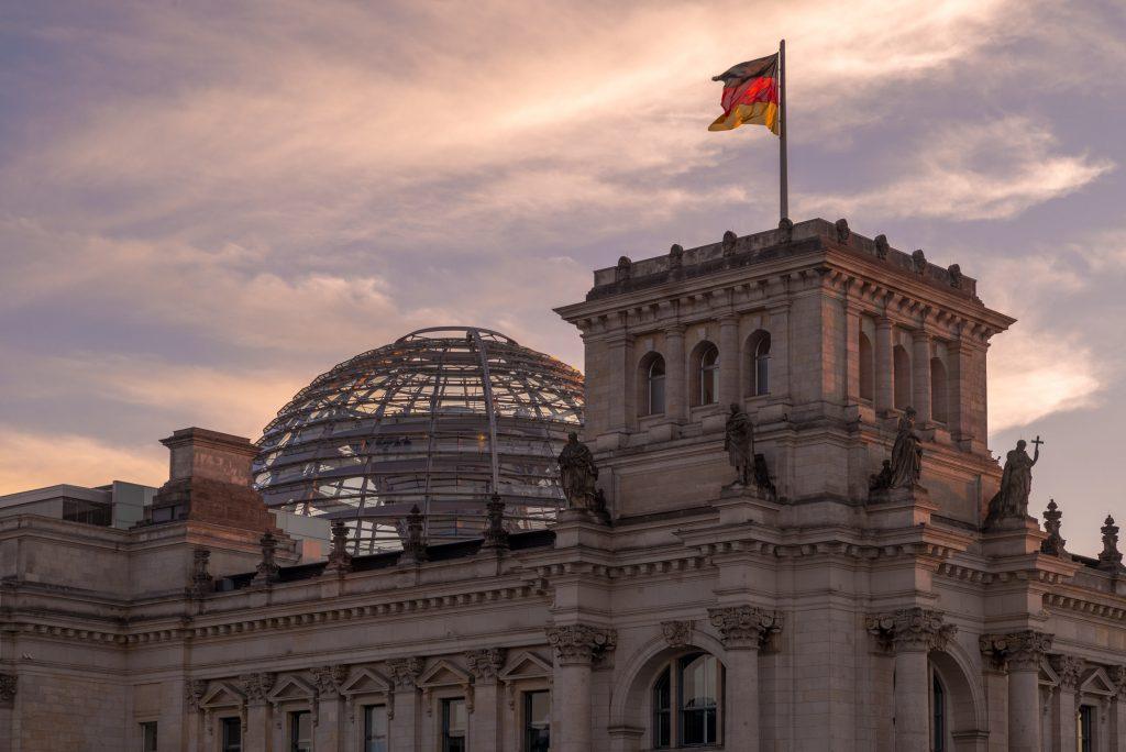 Blick auf die Kuppel des Reichstagsgebäudes