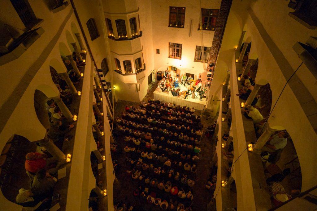 Sommerkonzert mit Hans Berger und Ensemble auf Schloß Amerang