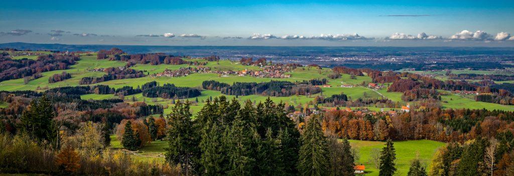 Blick über den Samerberg ins Rosenheimer Land