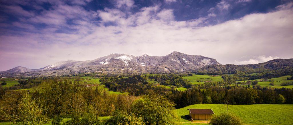 Panoramablick von Friesing in Richtung Hochries