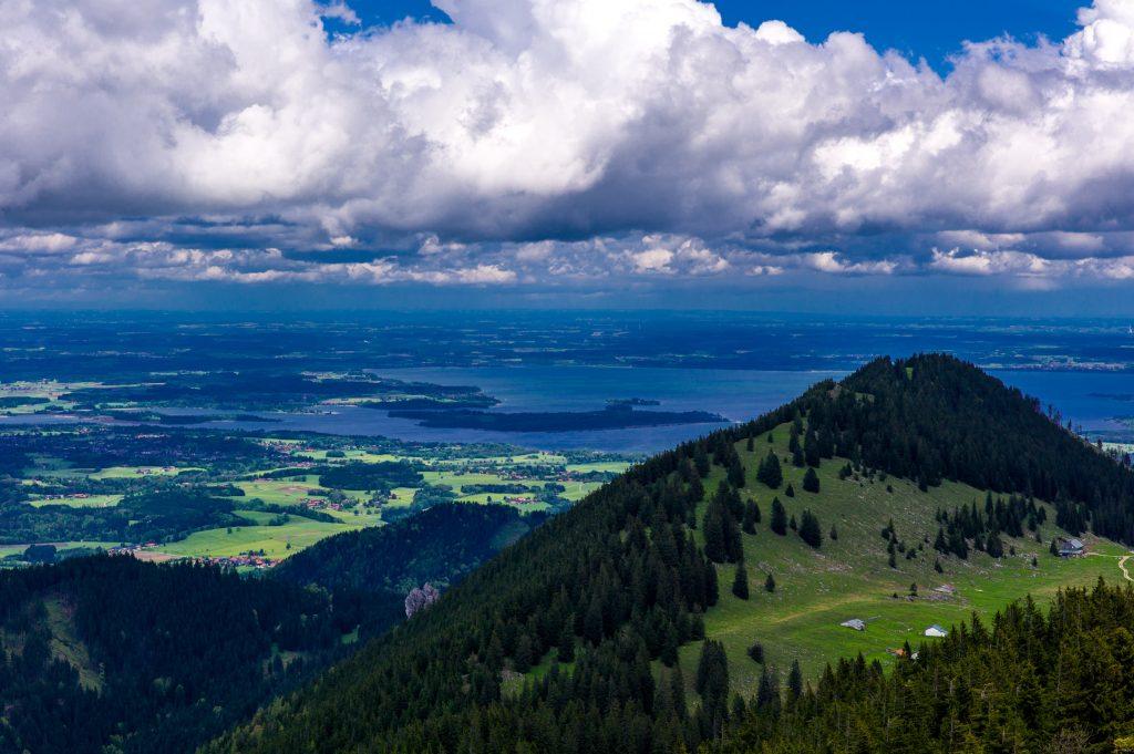 Blick von der Hochrieshütte in Richtung Chiemsee