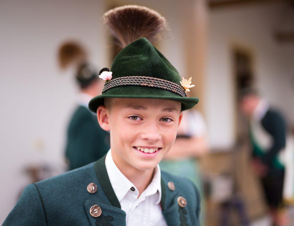 Hoffnungsvoller Vereins-Nachwuchs: Wasti Jell, 13 Jahre, seit 7 Jahren im Atzinger Trachtenverein und mehrfacher Gewinner von Preisplatteln