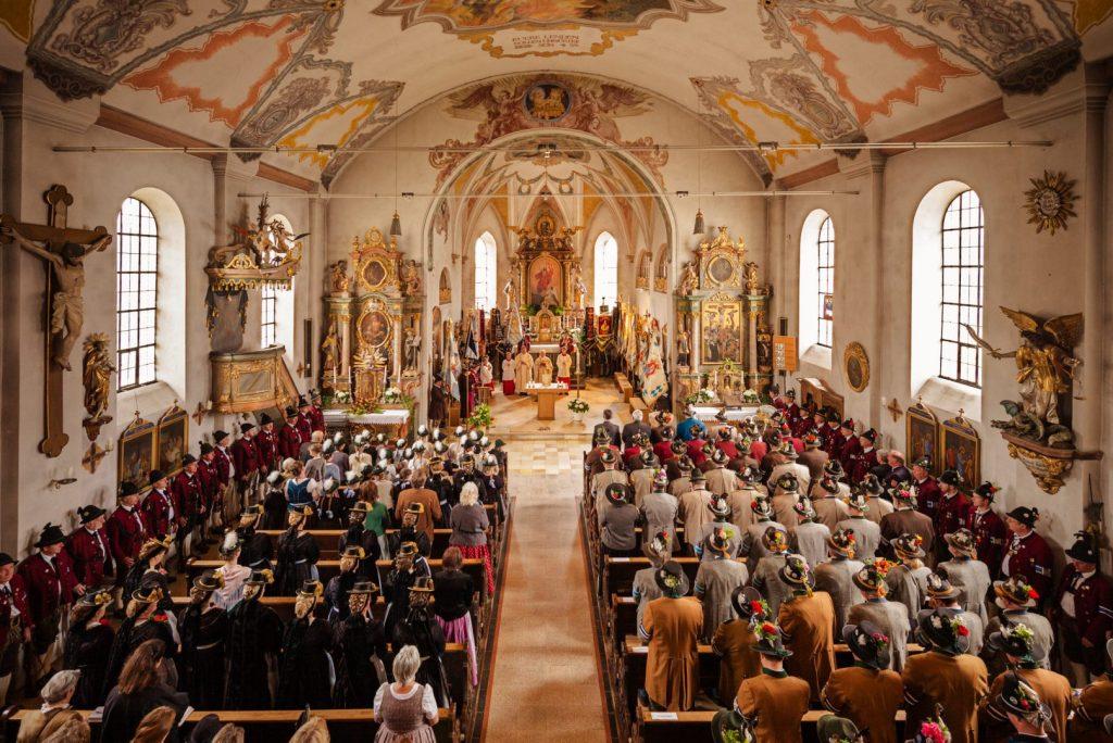 Den Gottesdienst feierten die Gebirgsschützen mit Ruhestands-Pfarrer Josef Brenninger.